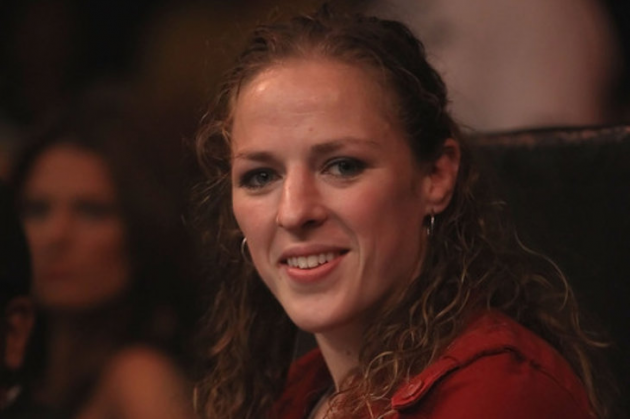 Former Women's Strikeforce champ, Canadian Sarah Kaufman signed by UFC