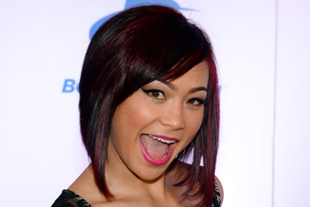 "UFC signs ""Karate Hottie"" Michelle Waterson, will debut this summer"