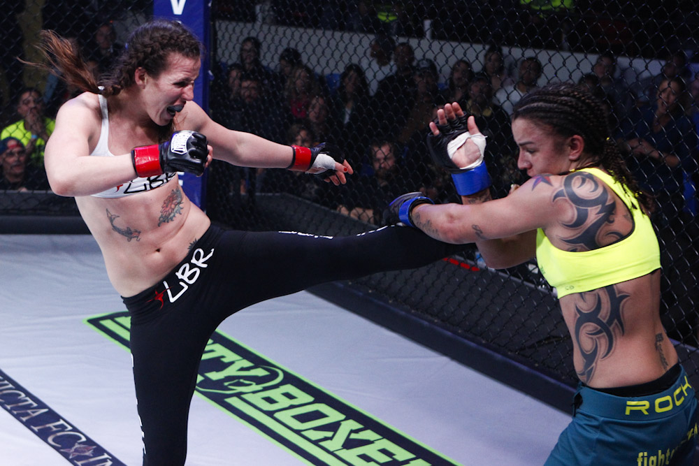 Carla Esparza crowned first Female Invicta FC Strawweight Champion with win over Bec Hyatt (Pics inside)